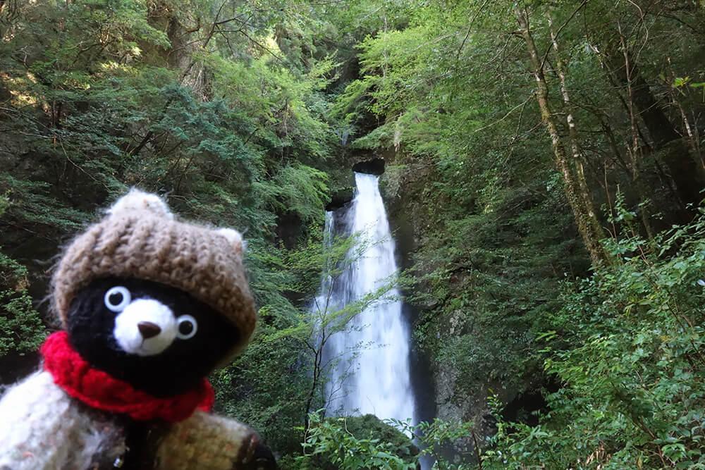 長沢の滝とクマくまお