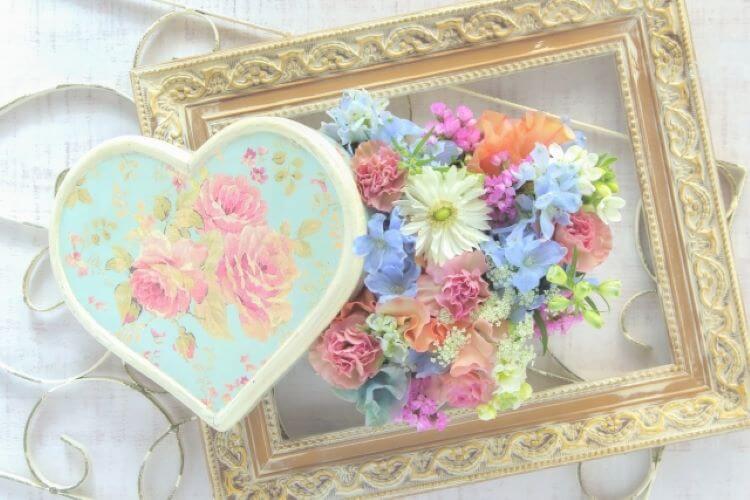 ハート形の花束と額縁